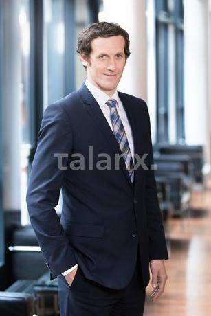 Dr. Dominik Hennen